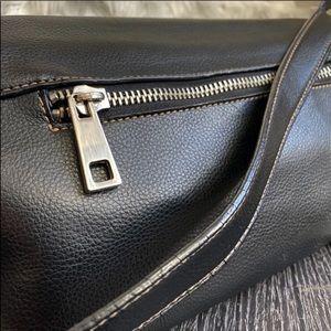Marc Jacobs Bags - Marc Jacobs Black Leather Shoulder Bag